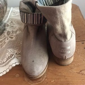 Toms Ankle Boot size 7 Suede